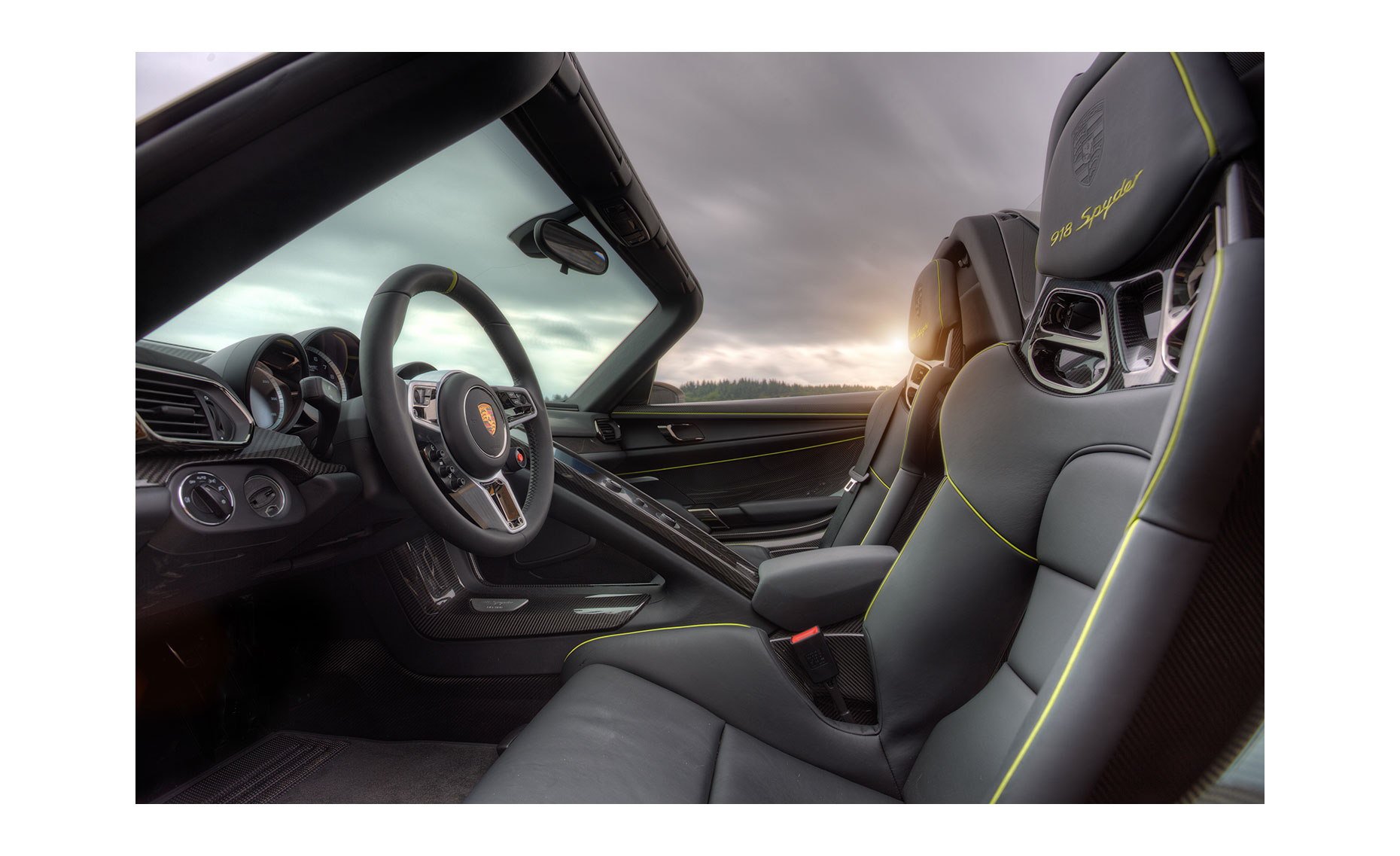 Porsche 918 Spyder Interior| NFP Car Photo